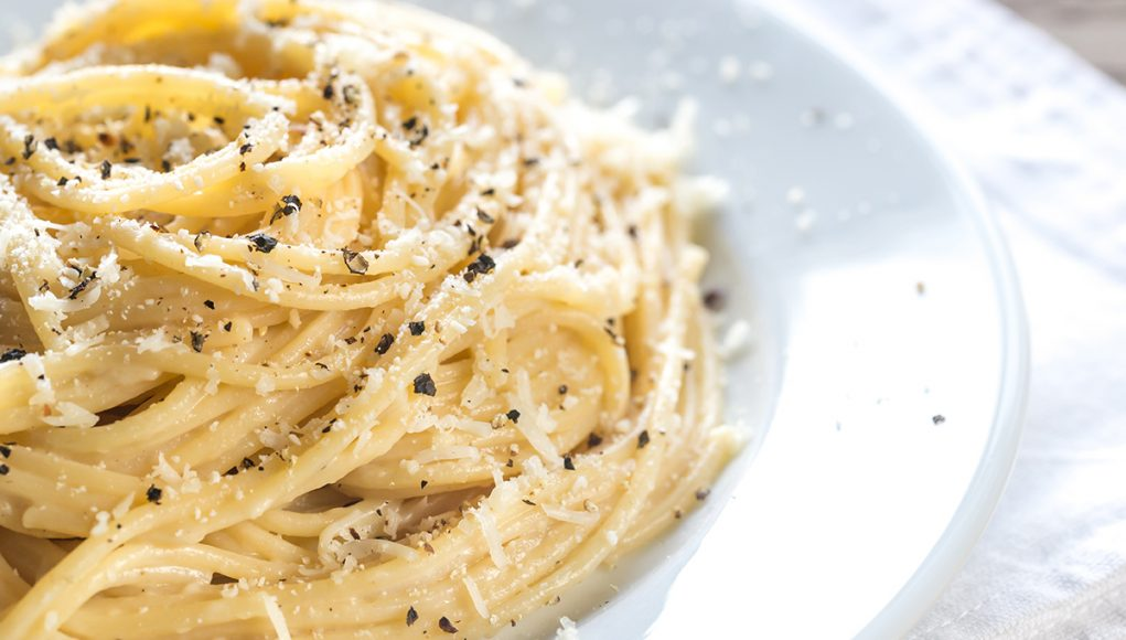cacio e pepe food lifestyle