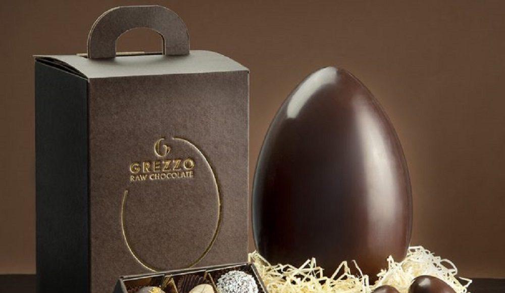 uovo di cioccolato crudo food lifestyle