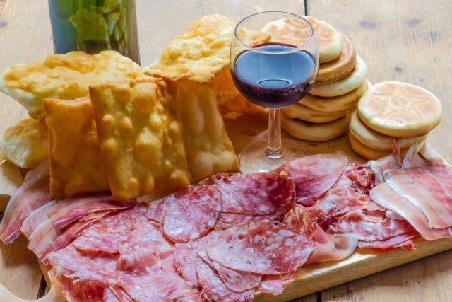 aperitivo-italiano-bologna-food-lifestyle