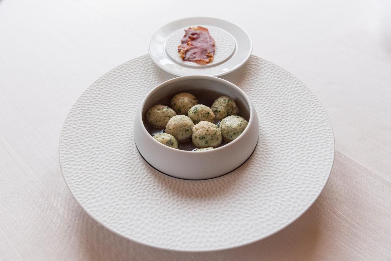 Raviole' di segale, ortiche e Crudo del Rosa-foodlifestyle-3